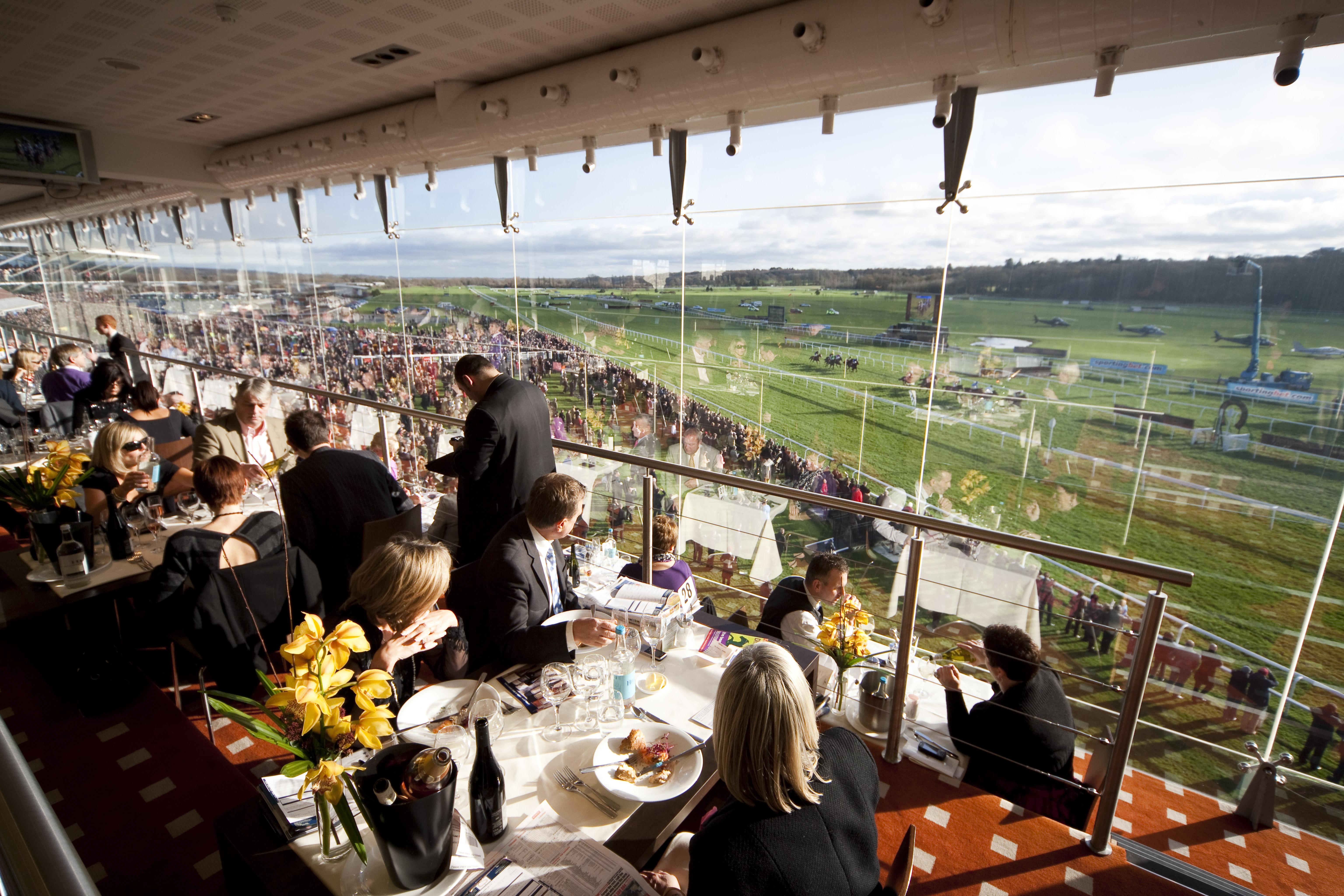 Trade Stands Cheltenham Festival : Restaurants newbury racecourse